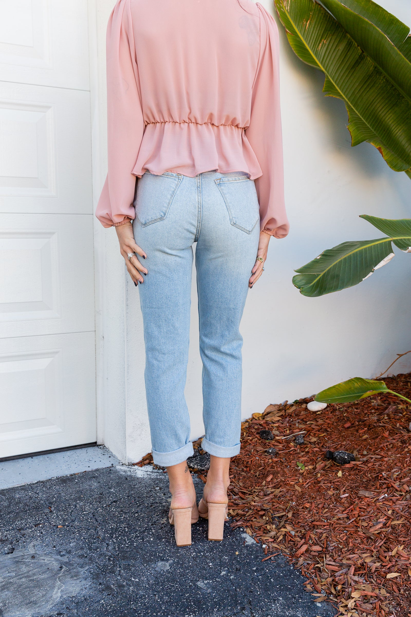 Traditional 5-pocket structure with a high button waistband that fits comfortably in a loose and mom-style silhouette. It has distress details down the pant legs to a clean ankle hem.