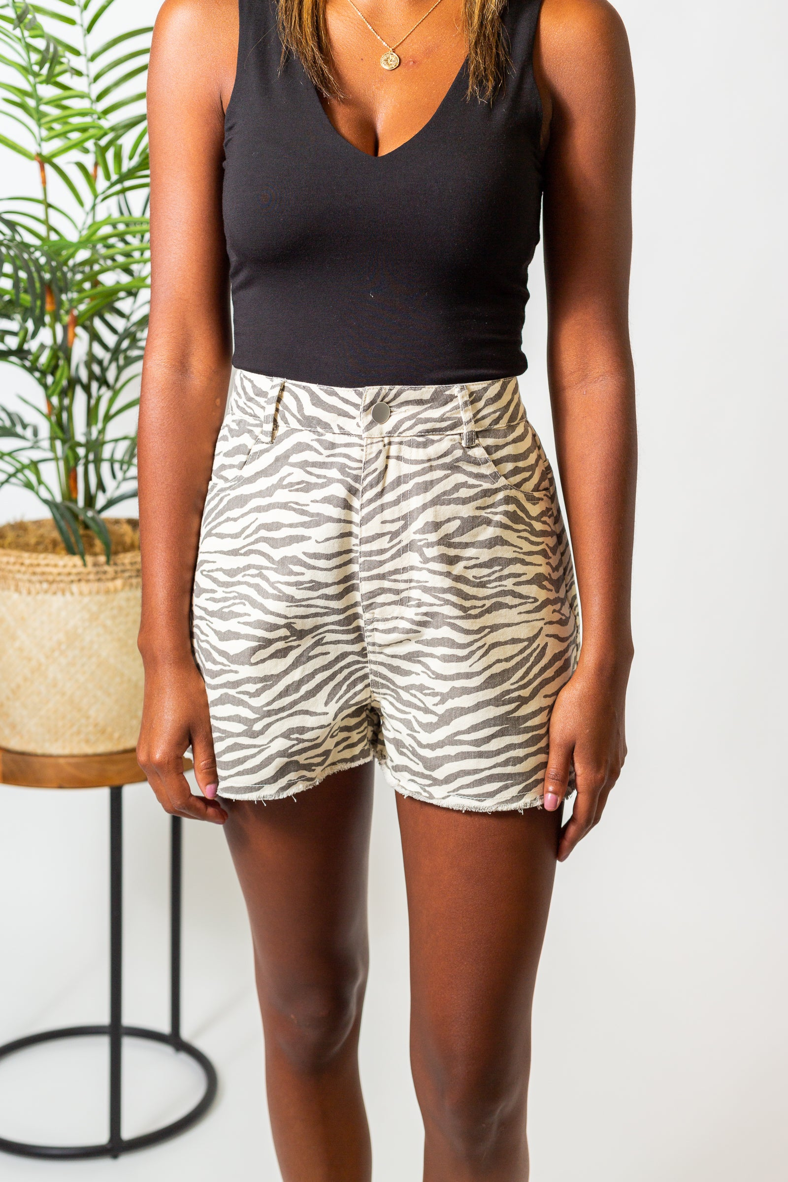 These zebra-striped shorts have a fitted waistband with belt loops and lead into a zipper fly and a traditional 4-pocket structure before going into loose and comfortable shorts.