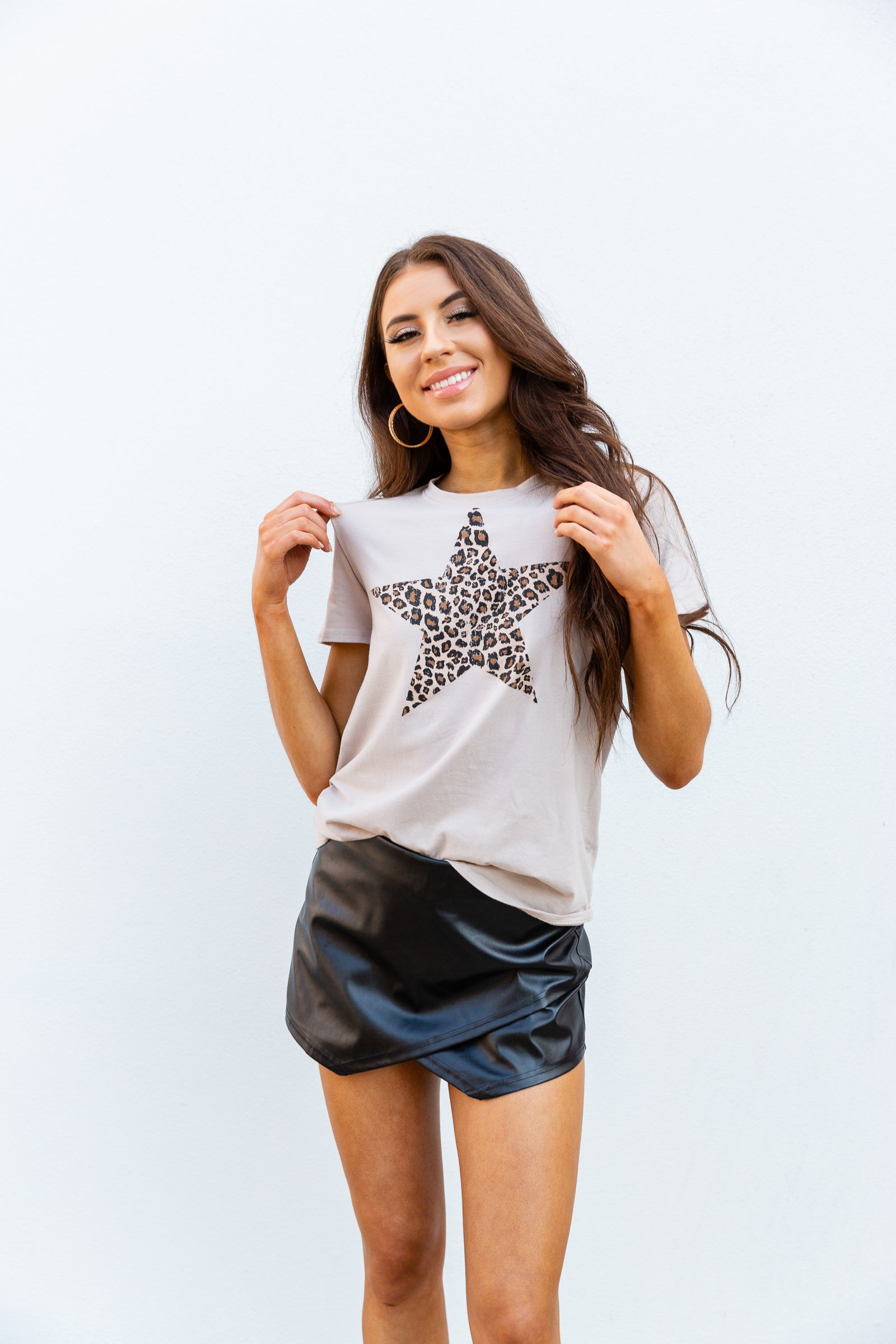 This ultra-comfortable, super cozy graphic tee has a leopard printed star on the chest of its crew neckline, short sleeves, and a relaxed fit bodice.