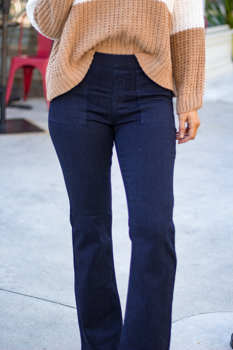 Jeggings have an elastic pull-up waistband with faux square pockets on the side, functional back pockets, and flows down to fitted pant legs into a bell bottom hem.