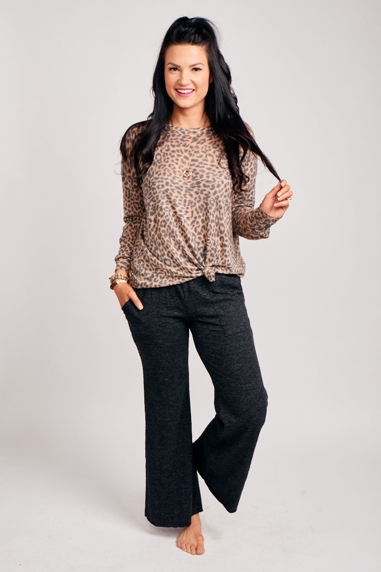 These soft pants have a thick elastic banded waistband which leads to comfortable pant legs with pockets at the side. Pair with a cozy sweater or a basic tee.