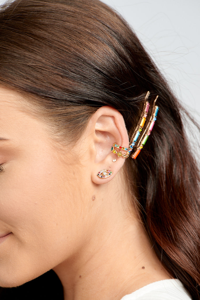 The Tammy Ear Cuff Set adds a splash of colors and stack wonderfully up the ear!