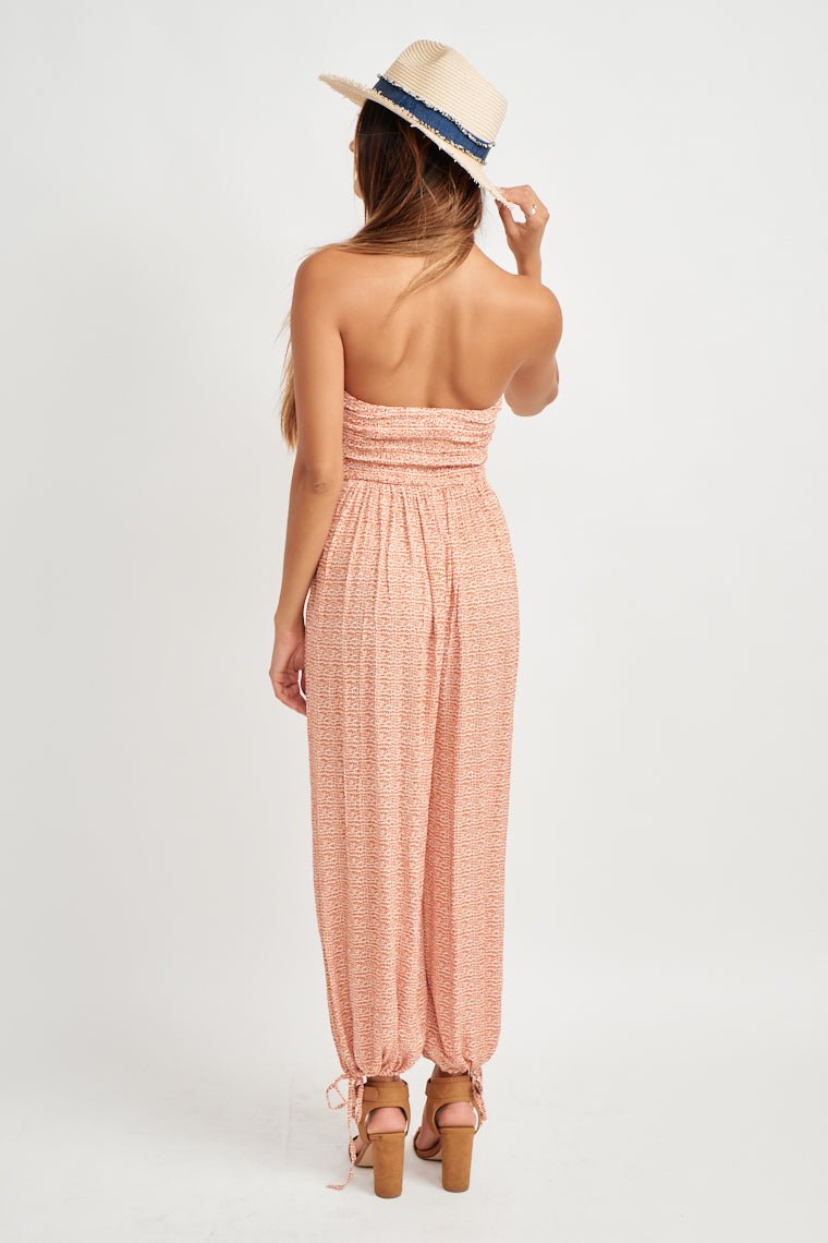 A reptile print in orange and off-white shades, optional tying neckline leads to a ruched, strapless neckline on a relaxed bodice. Wide-cut pant leg to fitted ankle.