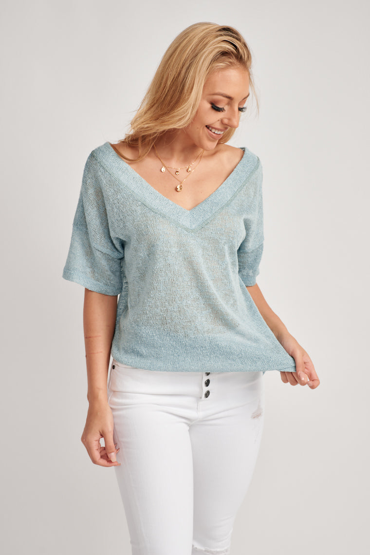 This extremely lightweight, knitted top offers a breathable feel. Starting with short sleeves it moves into a v-neckline with a relaxed, laid back silhouette.