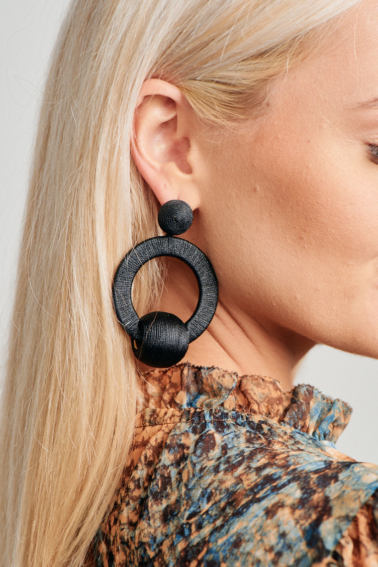 Haliee Black Earrings