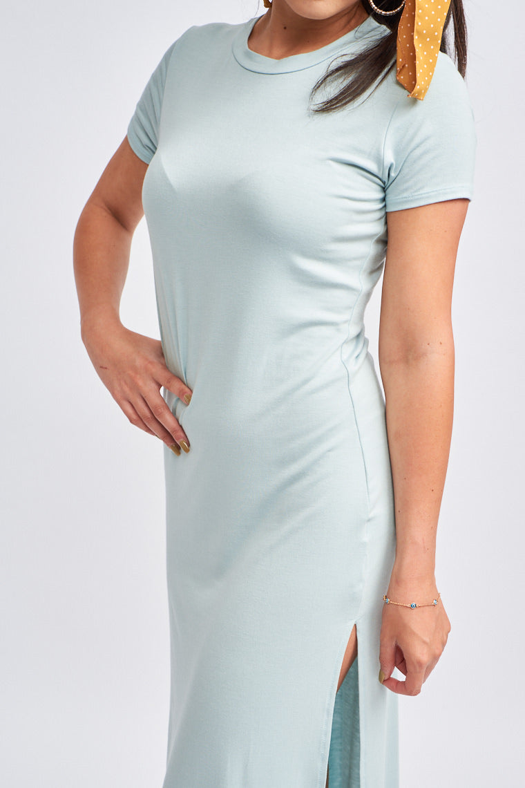 Short sleeves attach to a banded u-neckline and lead down to a fitted and curve-hugging bodice silhouette and lead down to a long skirt with slits that runs at both sides.