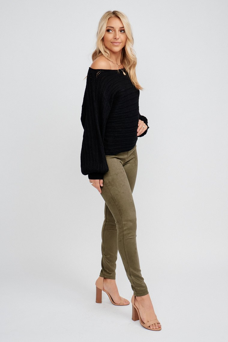 These pants have a fitted and high waist and lead down to fitted and straight pant legs. These pants feature a zipper with hook and eye closure on the back.