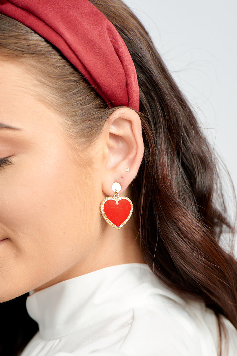 The Valerie Read Heart Earrings drop effortlessly off of the earlobes and add a subtle glam touch to your look!