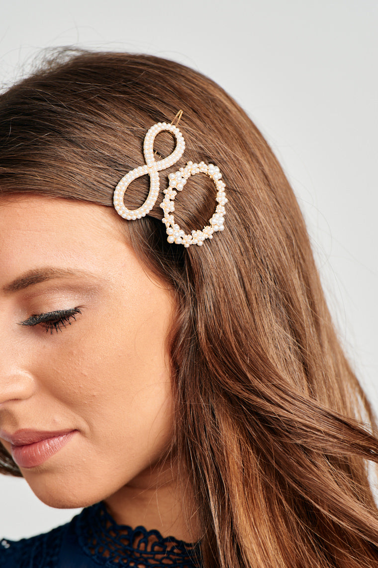 Sweet style is infinite and circles around. These Pearl Circle & Infinity Set of Hair Pins will add a charming finish to tame your locks!