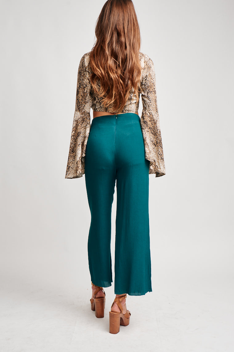 These bold high-rise pants are perfect with a variety of tops. They have a fitted waist that hugs your curves, pockets, and lead to more relaxed pant legs.