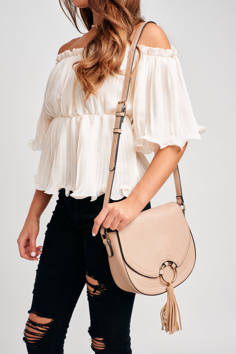 The Remi Crossbody is here and just the final touch you need for your outfit before you go out! This is perfect to hold all of your things before stepping out on the streets.