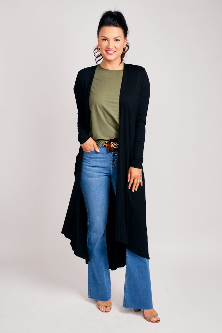 This throw-on duster has long sleeves that attach to an oversized and long bodice silhouette. Put this atop of any outfit to add some warmth or a fall look to your style.