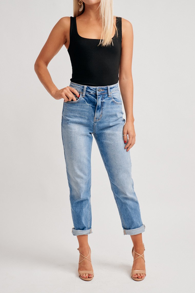 These light-medium wash jeans have a traditional five-pocket style that leads to a loose fit and relaxed straight pant legs. Style by wearing it straight-legged or cuffed.