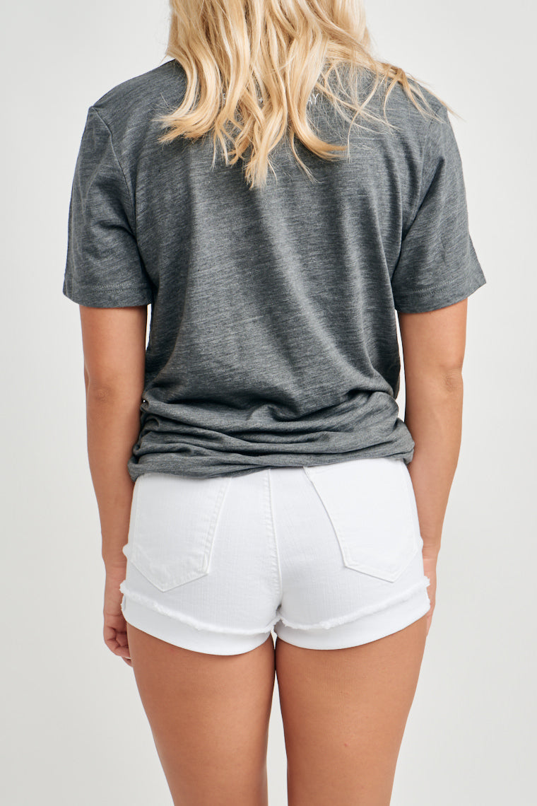 These white denim shorts offer a mid-rise fit with an exposed button-up fly with two front pockets and a fraying-edge, cuffed hem. They pair with all your tops!