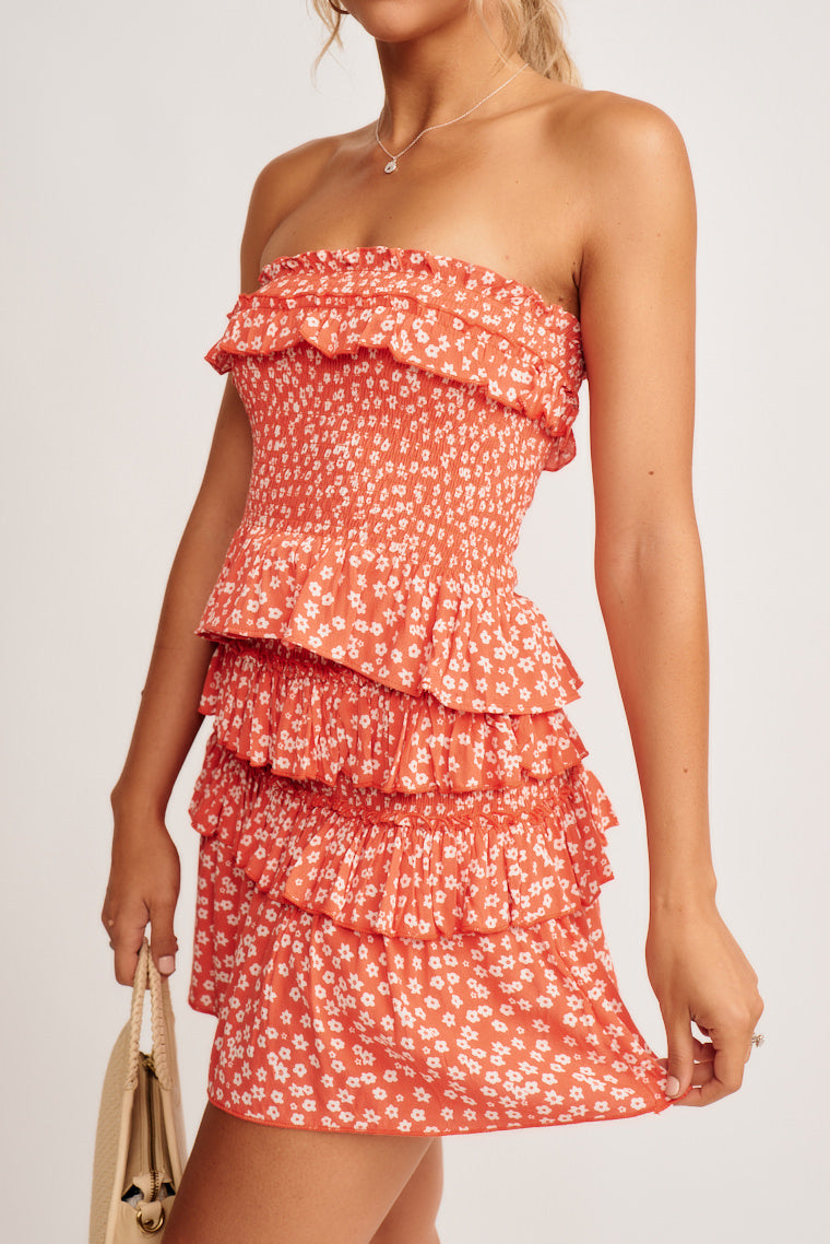 This adorable coral floral skirt part of a set that you must-have for summer! It features a midrise, ruffled waistline with smocked, tiered ruffle detailing throughout.