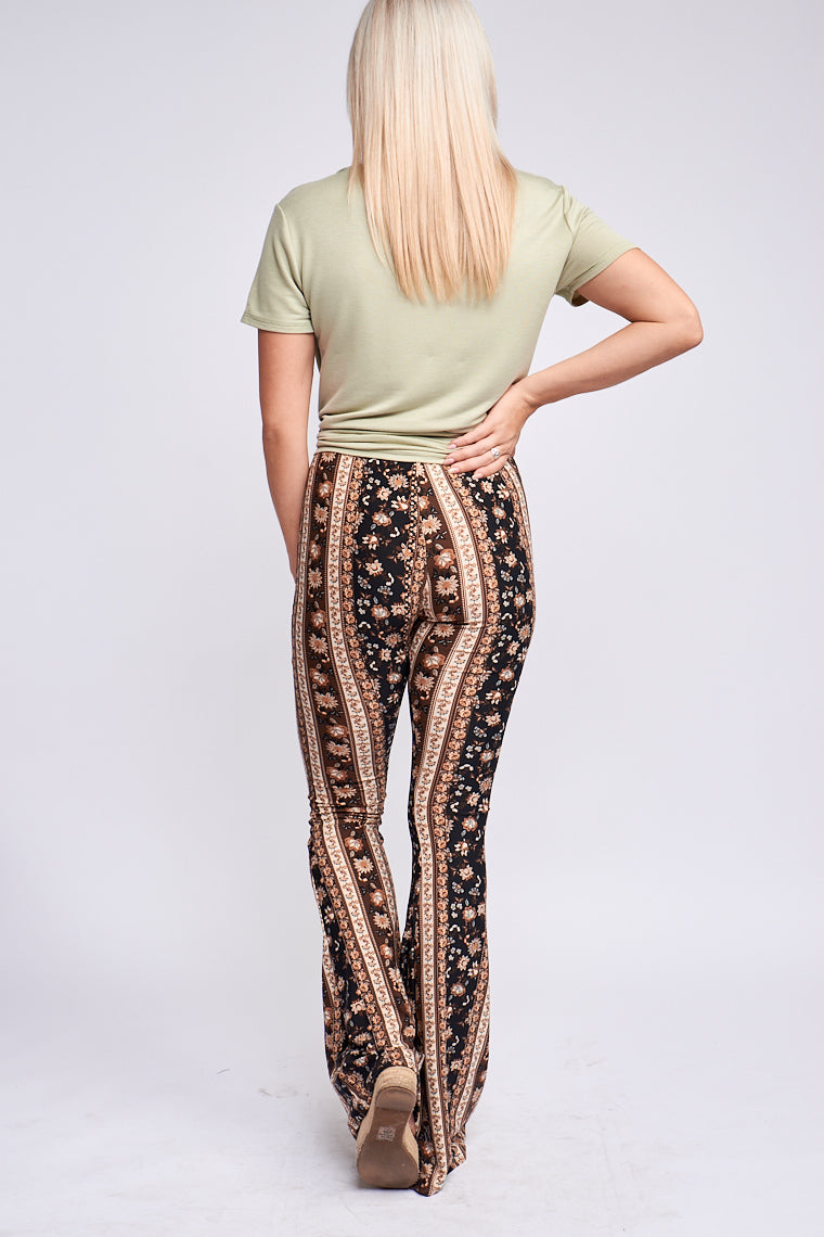 Mixed floral prints and stripes go down the fabric. It has an elastic waistband that goes down into hip-hugging and fitted pant legs and flares out into a gentle bell-bottom hem.