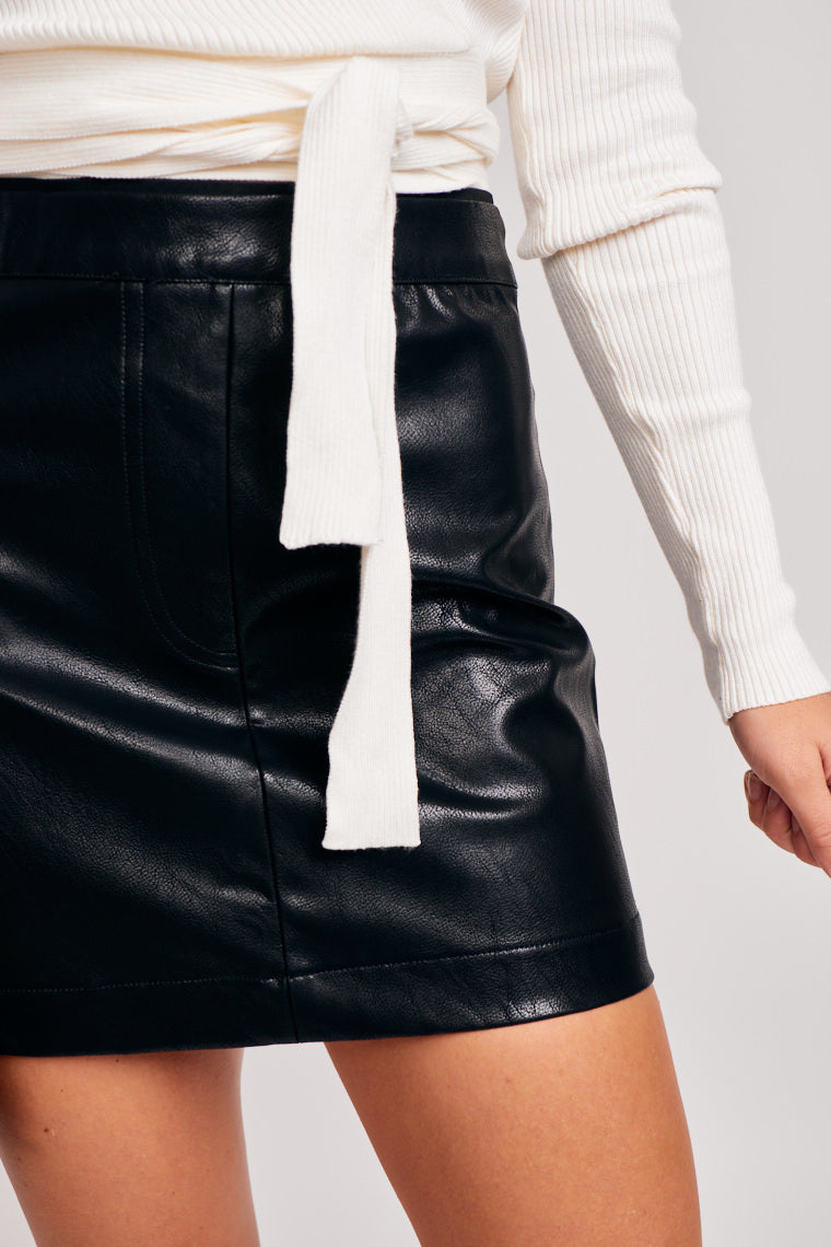 Banded elastic waistband leads to a simple mini skirt that has stitches imitating a fly detail and faux pocket details on the back.