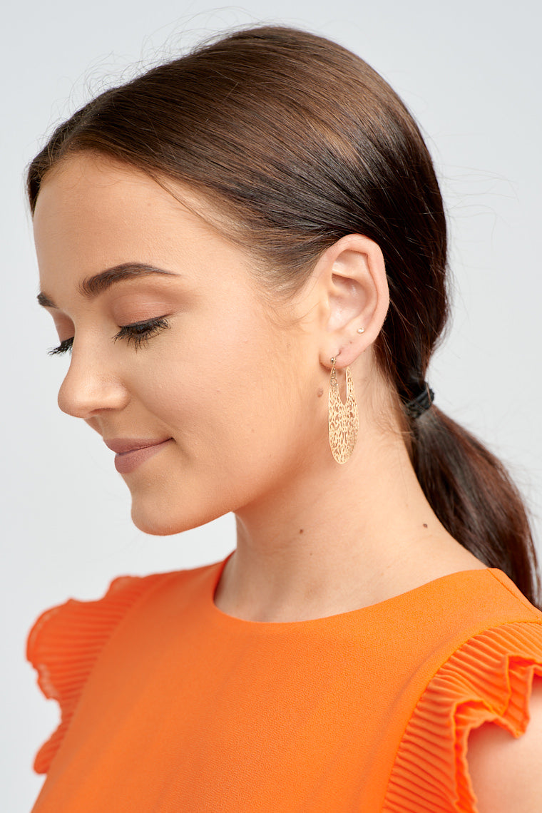 The Alayah Gold Filigree Earrings add a delicate touch to any look with its ornamental detailing! Gold Tone Hardware Lead & Nickel Compliant