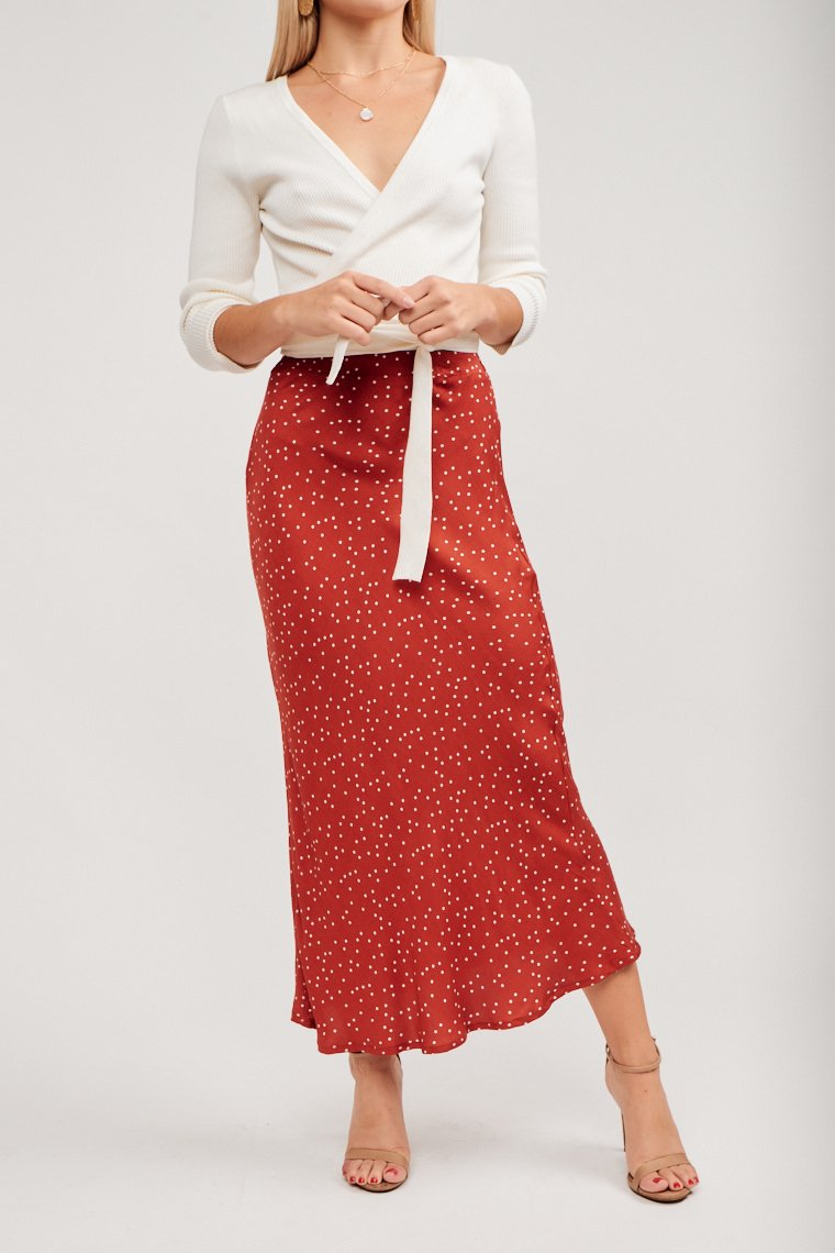 Tiny white dots speckle the lightweight fabric of this skirt. An elastic waistband that leads to a straight silhouette and has a gentle flare hemline.