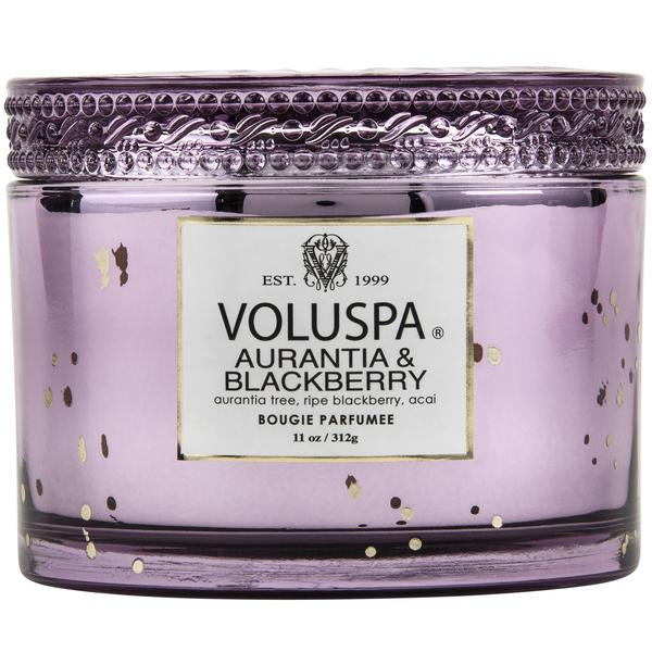 Notes of Aurantia Tree Wood, Ripe Blackberry & Acai. With a nod to 1920s' design, the details are timeless and replete with glamour.