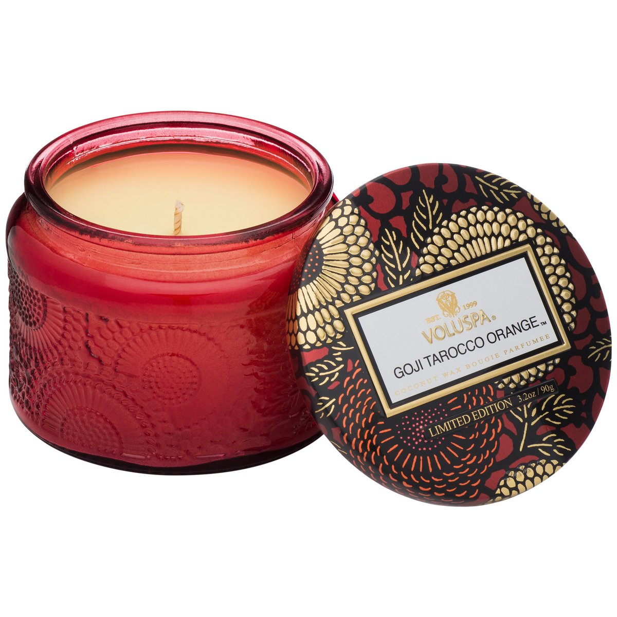 Notes of Goji Berry, Ripe Mango & Tarocco Orange.This embossed candle features a metallic lid, making it perfect for travel and smaller spaces.