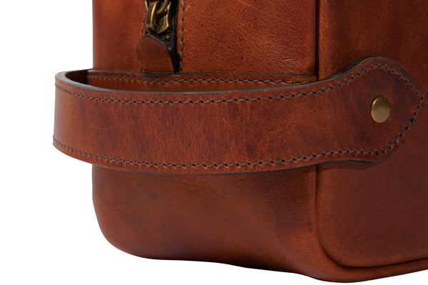 close up detail of handle on Jackson Wayne Dopp kit in full grain leather