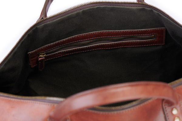 inside zipper pockets on big sur duffle bag in vintage brown green lining