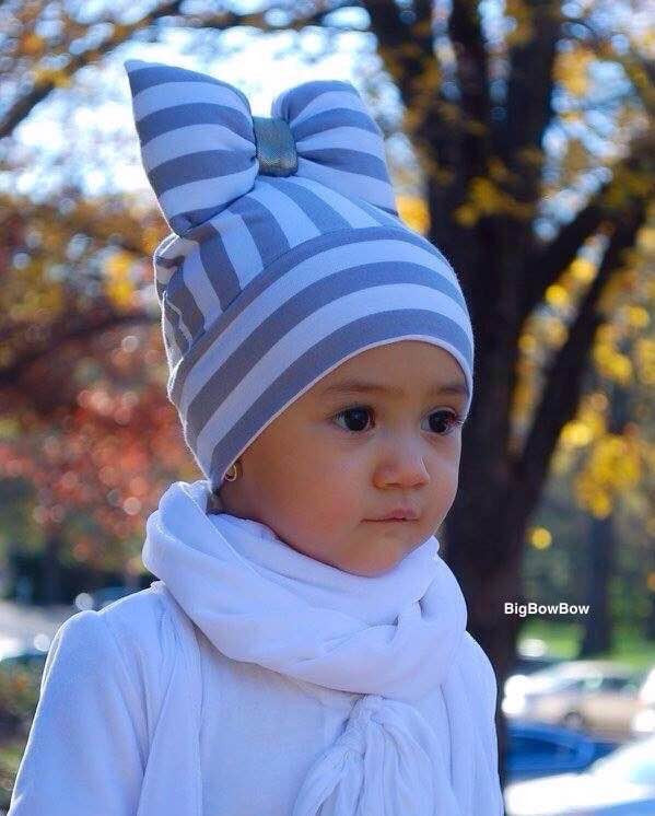 BigBowBow Beanie With Bow in Grey Stripe