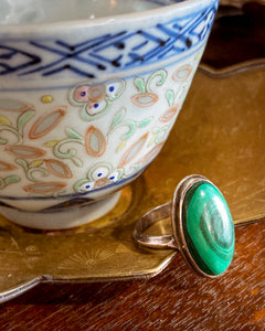Vintage Domed Oval Swirling Rich Green Malachite Sterling Silver Ring