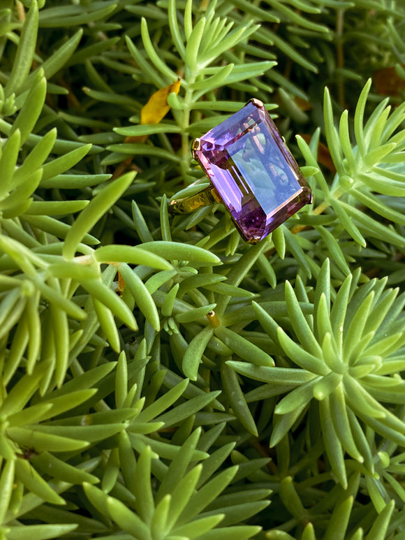 Vintage 14K Yellow Gold Large Purple Amethyst Emerald Cut Ring Size 5