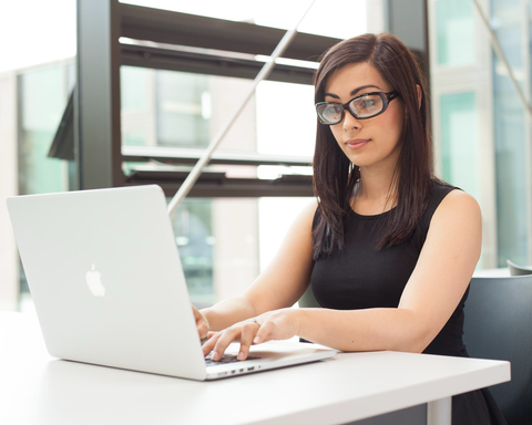 woman wearing Ziena Verona glasses for computer work
