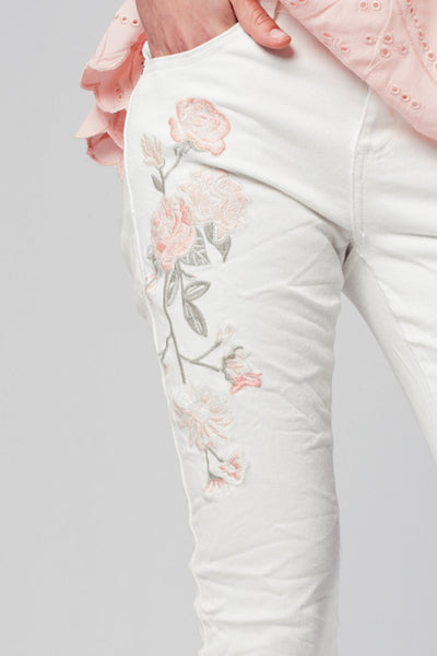 White skinny jeans with embroidered flowers