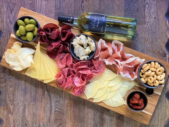VEENO BOARD + FAMILY WINE