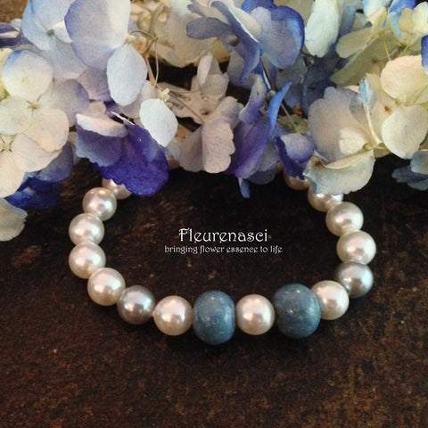 21BR-IS Swarovski Pearl Stretch Bracelet with Two Flower Petal Beads ~ In Stock Item