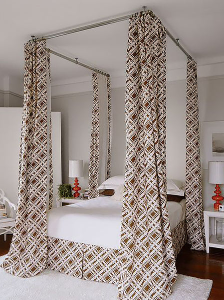 Four poster bed canopy with retro design