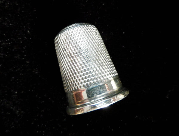 Victorian silver thimble, honeycomb pattern, Birmingham silver 1889 - Taingtiques - 1