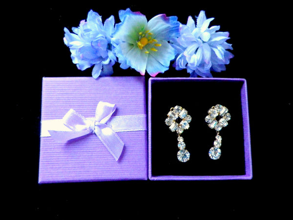 Crystal drop earrings, gold tone with rhinestone flowers, clip on - Taingtiques - 1