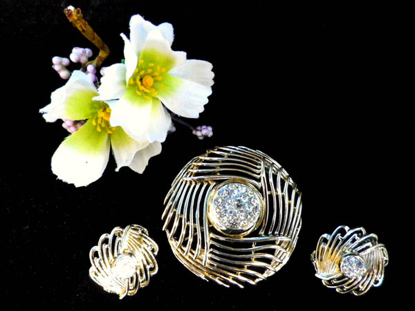 BSK brooch and earrings set, clip on earrings, gold tone & rhinestone - Taingtiques - 1