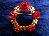 Gold tone rose wreath brooch, 5 red roses, gift box - Taingtiques - 2