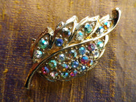 Aurora Borealis crystal leaf brooch in a gold tone, gift box - Taingtiques - 1