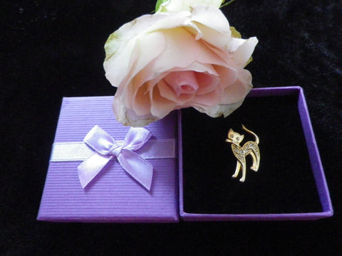 Diamante cat pin or small brooch in a gold tone, gift box - Taingtiques - 1