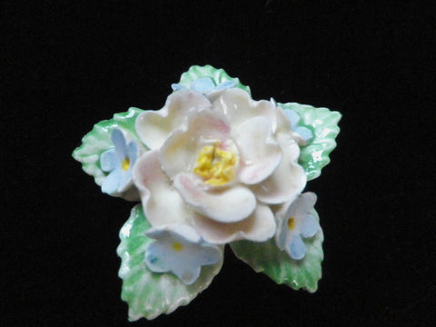 Porcelain china brooch, china flower, hand-painted, floral brooch, pastel colours, pink blue green, vintage brooch, gift box - Taingtiques - 1