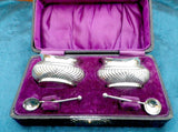 Silver condiment set, salt and mustard pots, cased set with spoons, gilt interior, gadrooned design, hallmarked 1918 - Taingtiques - 1