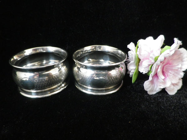 2 sterling silver napkin rings, engine turned, hallmarked Chester 1924 - Taingtiques - 1