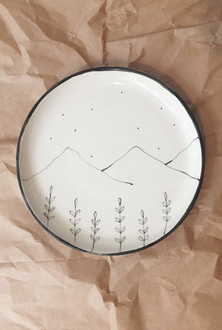 MINIMAL INDIAN HILLS AND WILDFLOWER PLATES - SET OF 2