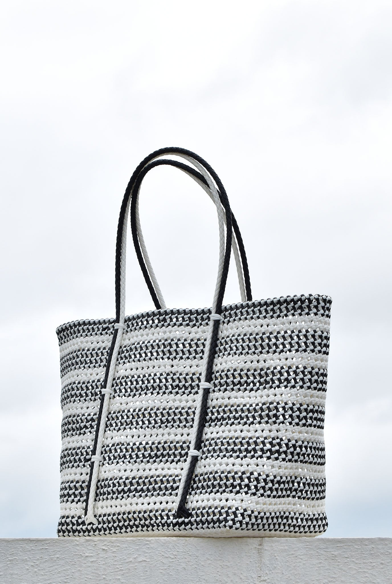 WHITE SIVAGANGA BASKET BAG