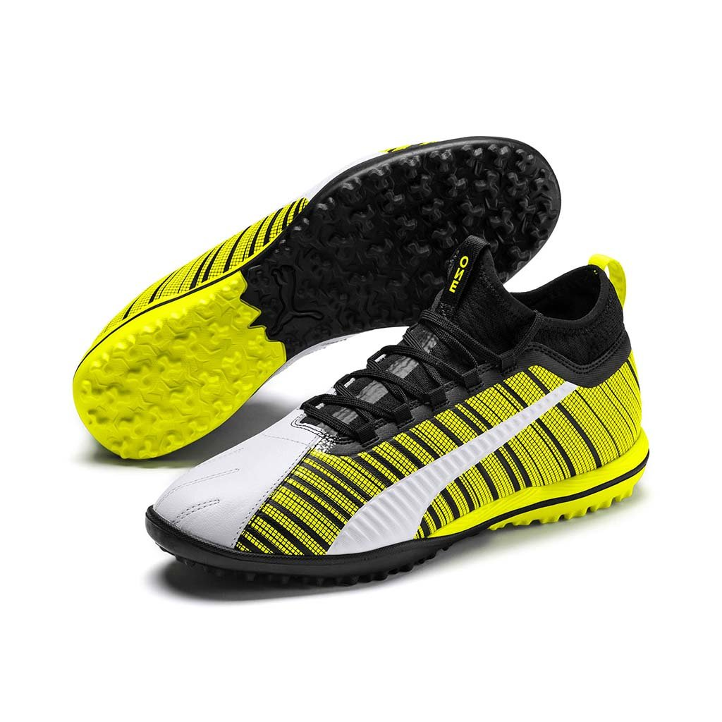 Puma One 5.3 TT chaussure de soccer turf synthetique blanc noir jaune pv