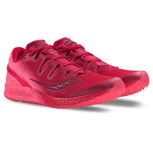 Chaussure de course femme Saucony Freedom Iso berry pink paire Soccer Sport Fitness