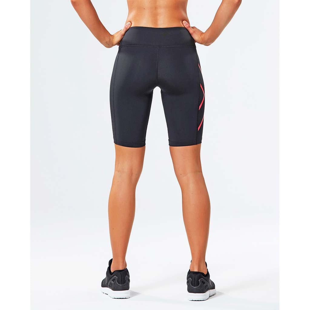 2XU women's mid-rise compression shorts rv