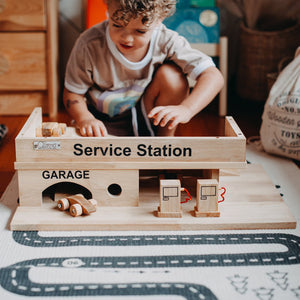 Q Toys Solid Wooden Service Station
